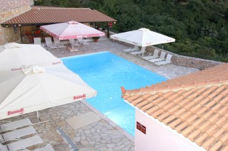 sarantos-pool-suites-24