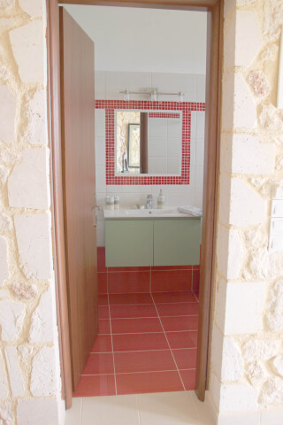 garden view suite 4 pax sarantos bathroom