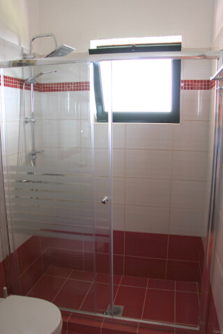 garden view suite 4 pax sarantos shower