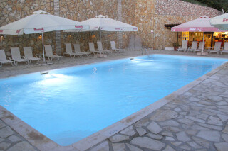 sarantos-pool-suites-25